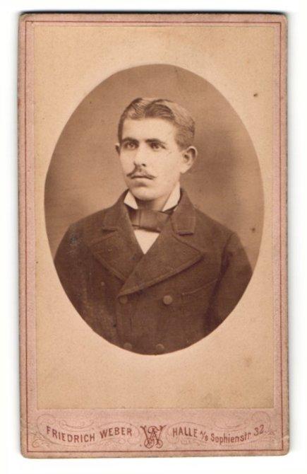Fotografie Friedrich Weber, Halle a. S., Portrait junger Mann mit Oberlippenbart im Jackett 0