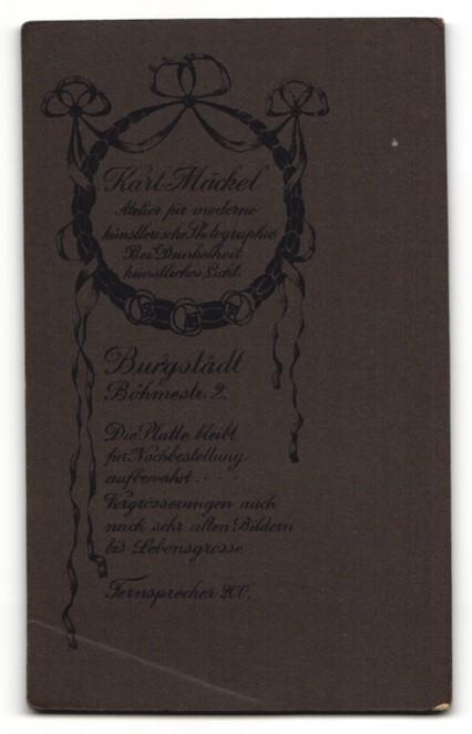 Fotografie Karl Mäckel, Burgstädt, Portrait hübscher junger Mann in Krawatte und Anzug 1