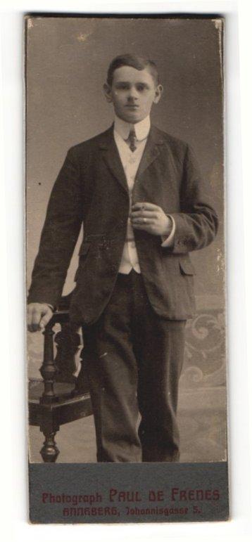 Fotografie Paul de Frenes, Annaberg, Portrait junger Mann mit charmantem Blick 0