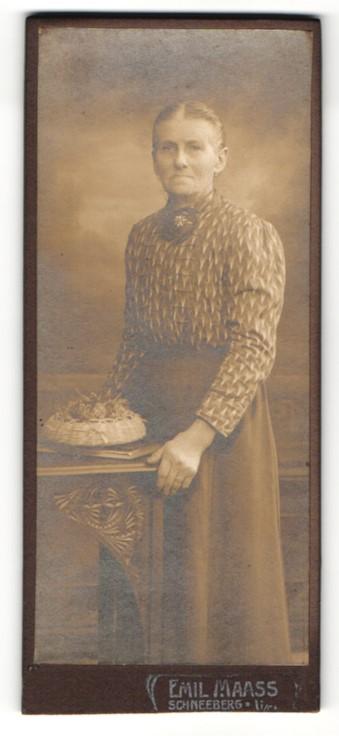Fotografie Emil Maas, Schneeberg, Portrait betagte Dame mit freundlichem Blick 0
