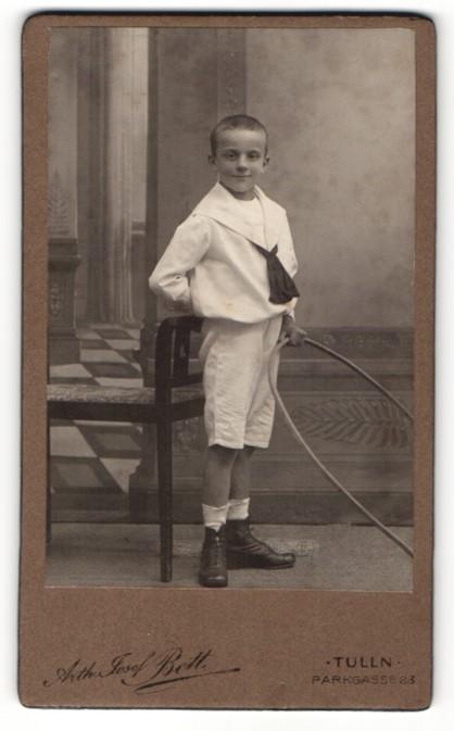 Fotografie Arth. Josef Beth, Portrait Tulln, Portrait frech grinsender Bube mit Reifen 0