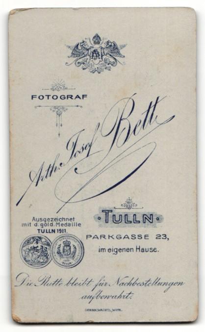Fotografie Arth. Josef Beth, Tulln, Portrait bezauberndes Mädchen im weissen Kleid 1