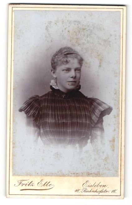 Fotografie Fritz Ette, Eisleben, Portrait blondes Fräulein in prachtvoll geraffter Bluse 0