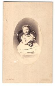 Fotografie A. F. Smith, Llandudno, Mädchen mit Schleife