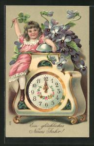 Präge-AK Mädchen zeigt auf die Uhr, die Mitternacht schlägt, Ein glückliches neues Jahr