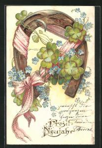 Präge-AK Hufeisen ist mit Schleife, Klee und Blumen geschmückt, Prosit Neujahr