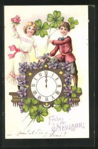 Präge-AK Kinder begrüssen das neue Jahr mit Blumen und Klee, Uhr schlägt Mitternacht, Frohes Neujahr!