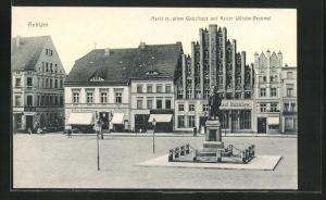 AK Anklam, Markt mit altem Giebelhaus und Kaiser Wilhelm-Denkmal
