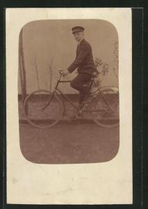AK Junger Mann auf seinem neuen Fahrrad