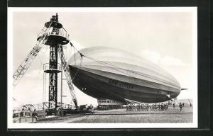 AK LZ 127 Graf Zeppelin wird an den Ankermast gebracht