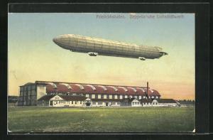 AK Friedrichshafen, Luftschiff über der Zeppelin`schen Werft