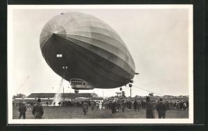 AK Luftschiff Graf Zeppelin bei der Landung
