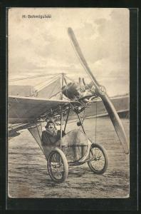 AK Pilot H. Schmigulski in seinem Flugzeug
