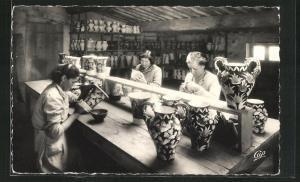 AK Vallauris, Un atelier de céramiste, Tonmalerinnen