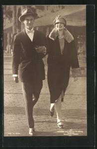 AK Leopold III. von Belgien spaziert mit seiner Frau Astrid