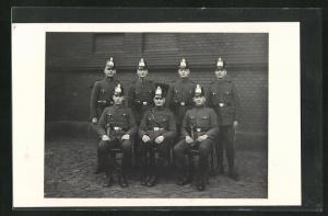 Foto-AK Polizisten in Uniform mit Tschakos