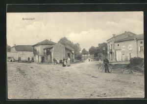 AK Arracourt, Ortspartie mit Passanten und Wohnhäusern