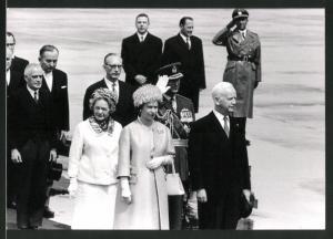Fotografie Königin Elisabeth II. von England nebst Mutter beim Besuch in Deutschland