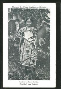 AK Missions des Peres Maristes en Oceanie, Ecoliere en habits de fete, Archipel des Samoa