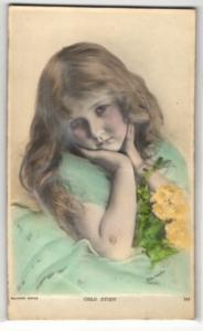Relief-AK Child Study, Mädchen mit Blumen
