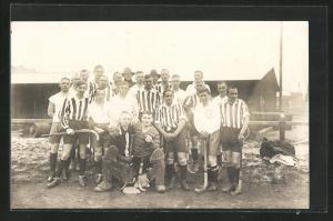 Foto-AK Swinemünde, Mannschaft des Stettiner Feld-Hockey Klub vor dem Spiel gegen Greifswalde