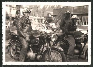 Fotografie Motorrad BMW & DKW, Fahrer mit Helm und Schutzbrille