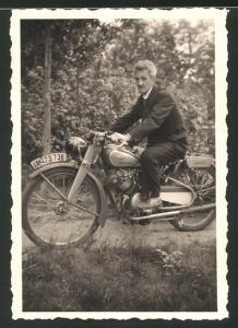 Fotografie Motorrad Wanderer, Fahrer auf Krad mit Kennzeichen Berlin: IA-173736 um 1944