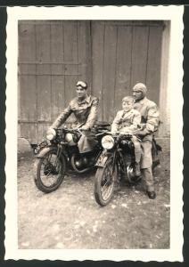 Fotografie Motorrad Tornax, Männe starten mit Krad zur Ausfahrt