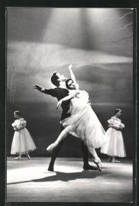 AK Balletttänzer F. Maximova & M. Liepa in Giselle