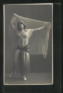 Foto-AK Tänzerin in durchsichtigem Kostüm, Erotik