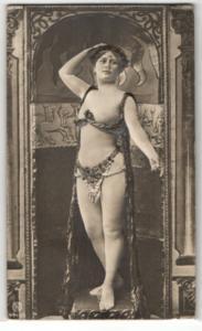 Relief-AK Tänzerin in Jugendstilkostüm, Erotik, Halbakt