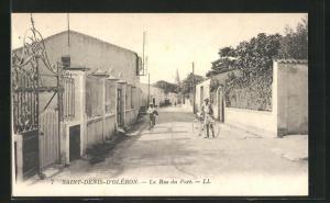 AK Saint-Denis-D'Oléron, La Rue du Port