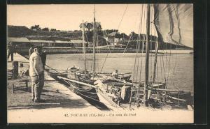 AK Fouras, Un coi du Port