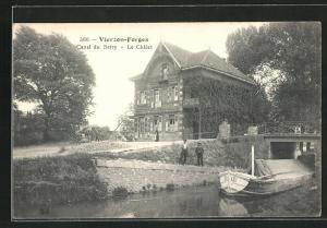 AK Vierzon, Canal du Berry, Le Chalet, Flusspartie mit Boot
