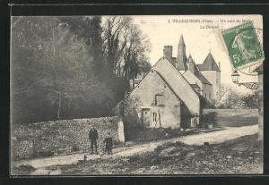 AK Villequiers, Un Coin du Bourg, Le Donjon
