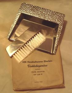 DDR-Design: Tischkehrgarnitur - vernickelt, dekorativ, VEB Haushaltwaren Elterlein, Original aus DDR-Produktion, OVP, bis 1989