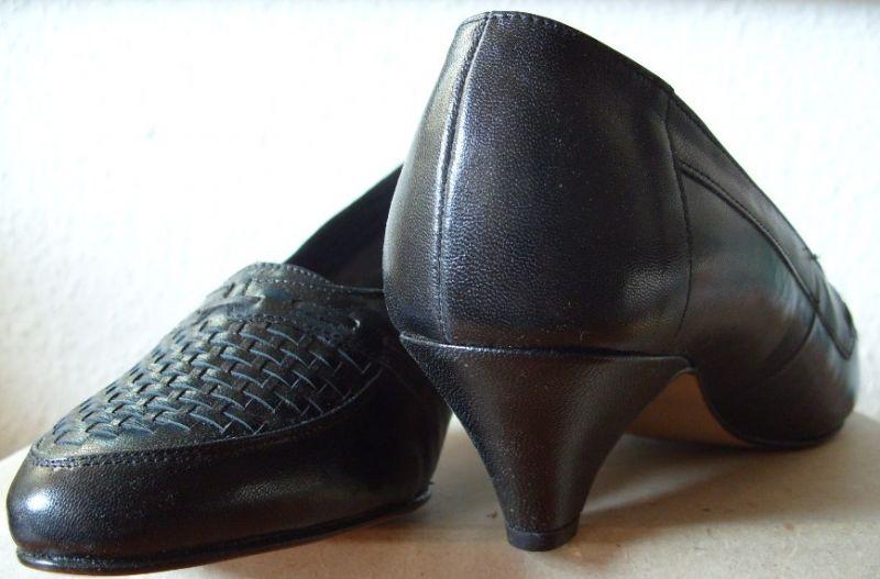 Kleidung, Schuhe für das Ministerium des Inneren der DDR: Schwarze Pumps, Größe 6 (38/39) und 7 (40/41), OVP, Original aus DDR-Produktion, 1989