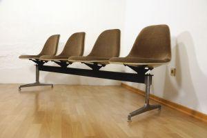 Tandem Sitzbank 4x Fiberglas Sidechair Charles Eames für Herman Miller 60er Jahre 0