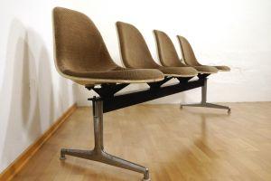 Tandem Sitzbank 4x Fiberglas Sidechair Charles Eames für Herman Miller 60er Jahre 2