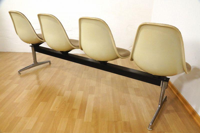 Tandem Sitzbank 4x Fiberglas Sidechair Charles Eames für Herman Miller 60er Jahre 9