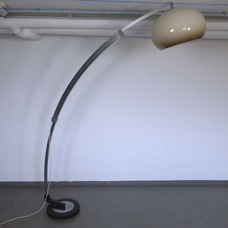 Arc Lamp Bogenlampe mit Plasikschirm, Italienischer Stil Vintage Lampe 70er 80er