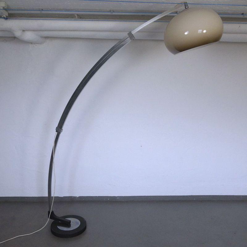 Verstellbare Bogenlampe Chrom mit Plasikschirm, Italienischer Stil 70er Jahre