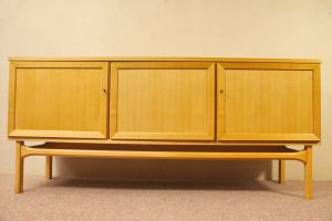 Mid Century Anrichte, Büffet, Sideboard aus Kirschbaum. Innen Schubladen. Danish Design 60er