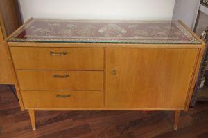 Kleines Sideboard mit Schubladen und Glasplatte von Behr Möbel | 1958, 50er Jahre
