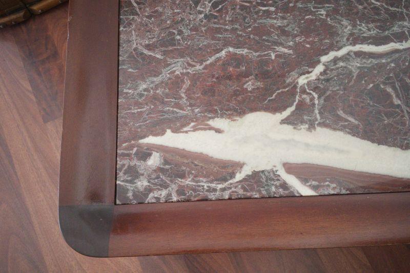 Vintage Couchtisch in Mahagoni Farbe mit Kunst Marmor Platte 70er 2
