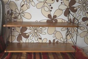 Wandregal Stringregal Bücherregal im String Stil Nussbaum 2 Böden 60er Jahre