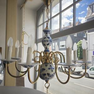 XL kronleuchter chandellier hängelampe mit keramik + messing 8 arme 50er jahre