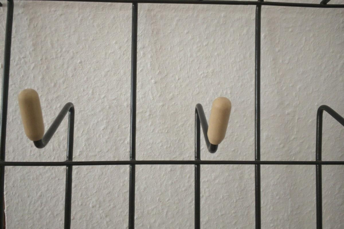Schöne Garderobe Wandgarderobe im String Stil schwarz Midcentury 60er Jahre 2
