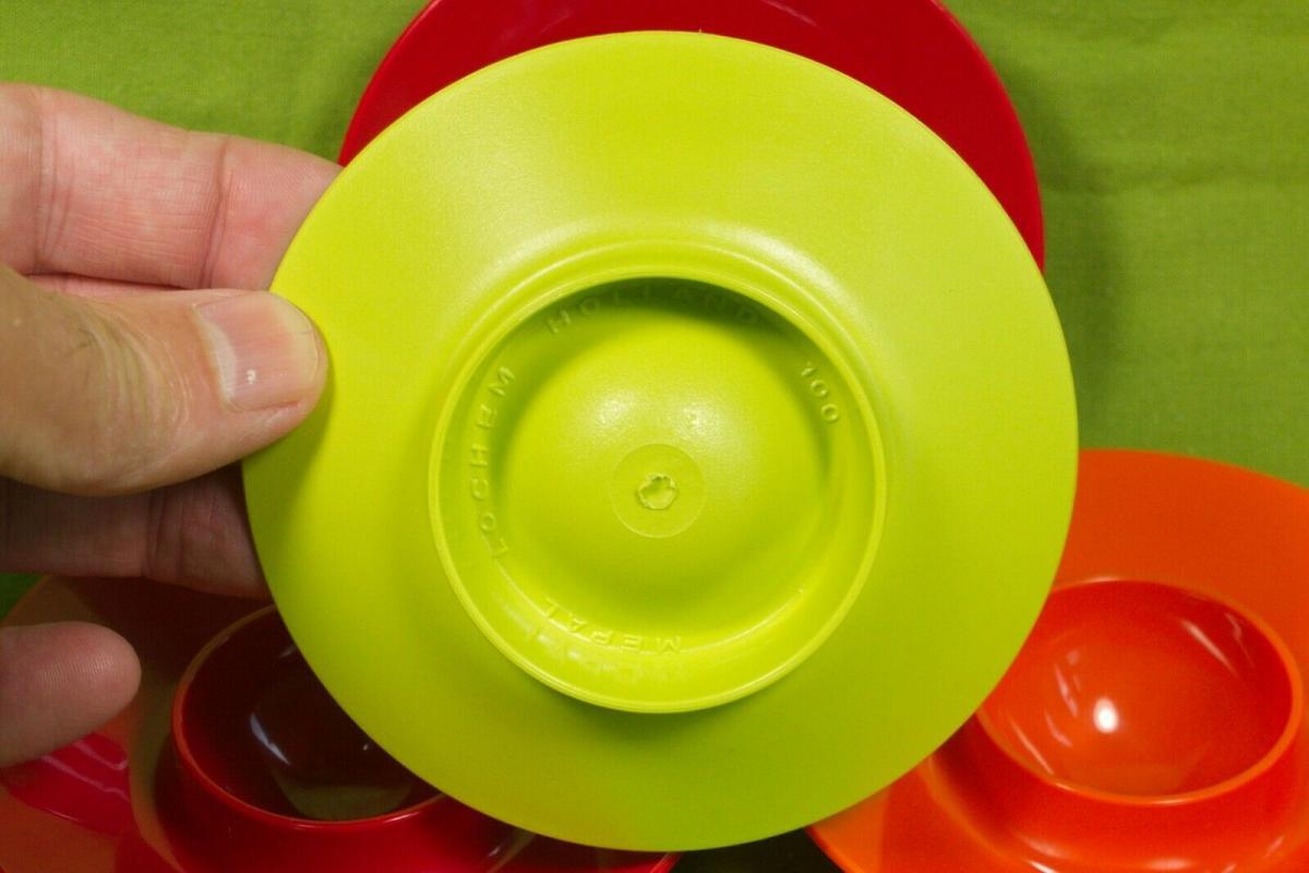 4 eierbecher plastik mepal holland rot orange grün pop art ära 60er 70er jahre 1