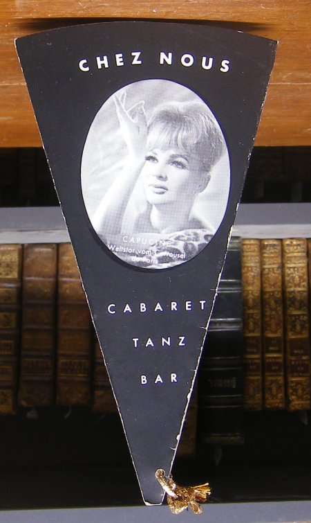 Chez Nous. Cabaret, Tanz, Bar. Getränke und Programm in Fächerform. Die Champagner-, Sekt- und Schnapspreise sind nicht verzeichnet,